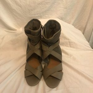 Fergalicious by fergie taupe heels